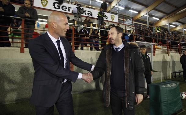 Luaces, con Zidane en Urbieta (fuente SD Gernika)