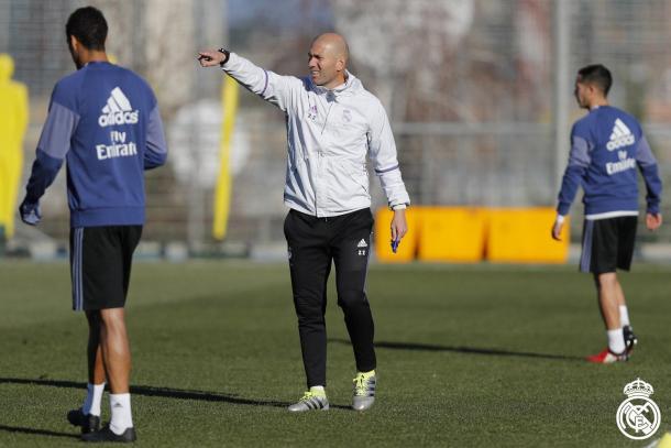 Zidane no treino pré-viagem a Sevilla (Foto: Divulgação/Real Madrid)