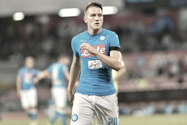 Zielinski con la camiseta del Nápoles. / Foto: Nápoles