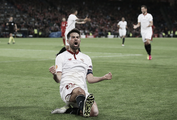 Coke's brace in the 2016 Europa League final saw Sevilla defeat Liverpool to lift the trophy. (Photo: Zimbio)