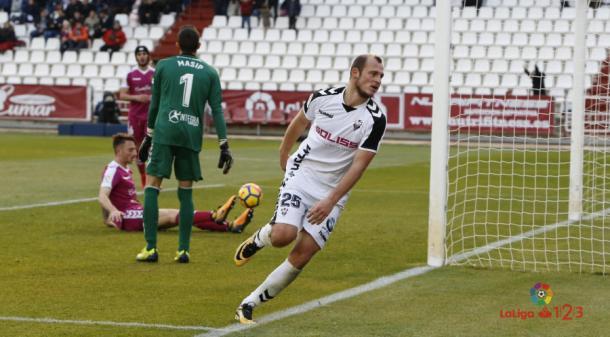 Zozulia yendo a celebrar un gol | Foto: laliga.es