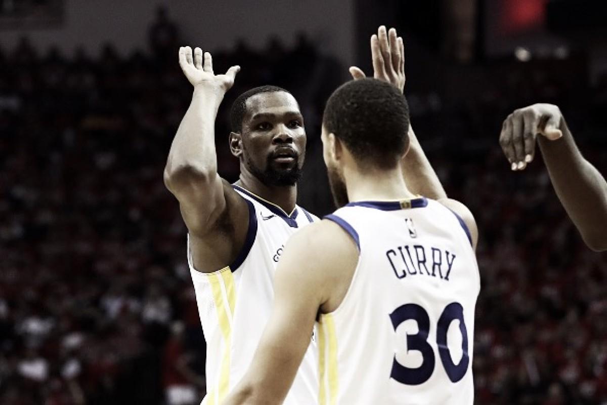 Warriors despontam no terceiro período, vencem Rockets e largam na frente pela final do Oeste