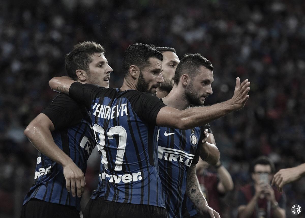Internazionale goleia Genoa e continua perseguição à Juventus