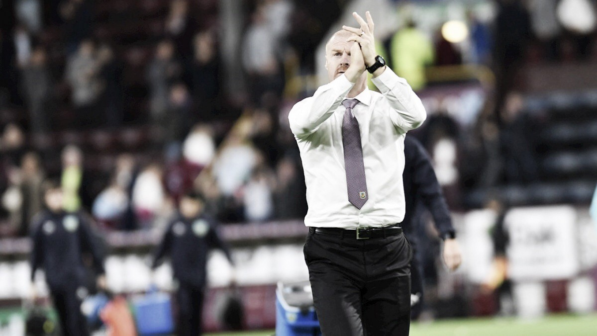 """Sean Dyche destaca união do Burnley após classificação na UEL: """"Mentalidade de um esquadrão"""""""