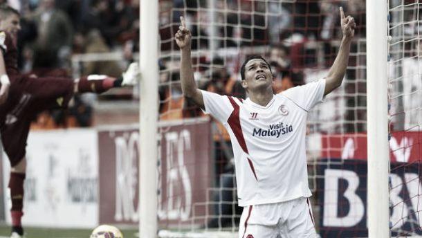 Carlos Bacca hizo tregua con el gol y el Sevilla volvió a ganar