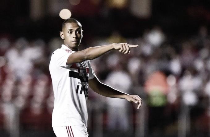 Bruno Alves faz elogios a Hernanes, Lugano e Fernando Diniz