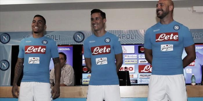 Napoli apresenta novos uniformes com marca da Kappa para próxima temporada