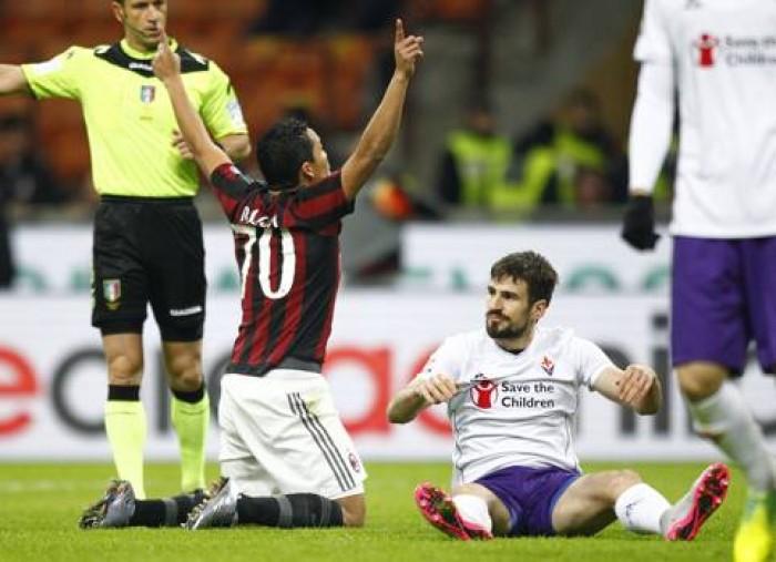 Milan-Fiorentina: viola come James Bond ma con la pistola giocattolo