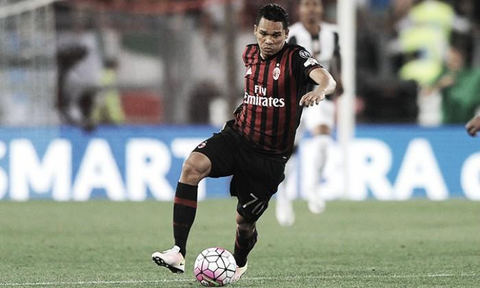 Bacca diz estar feliz por continuar no Milan e almeja jogar na Europa pelo clube