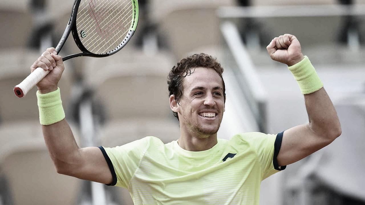 Em partida de quase cinco horas, Carballés Baena surpreende Shapovalov em Roland Garros