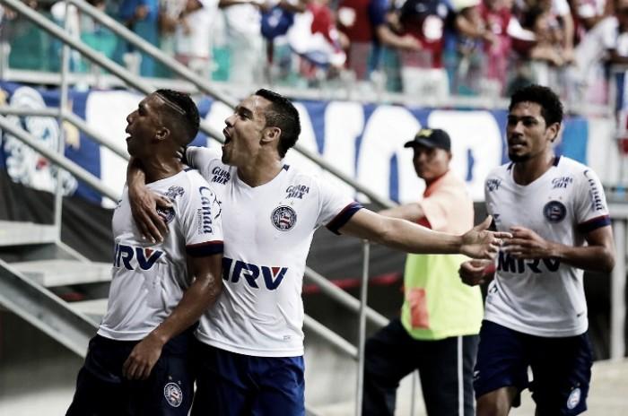 Com dois pênaltis e um jogador a mais, Bahia goleia Paysandu e entra no G-4