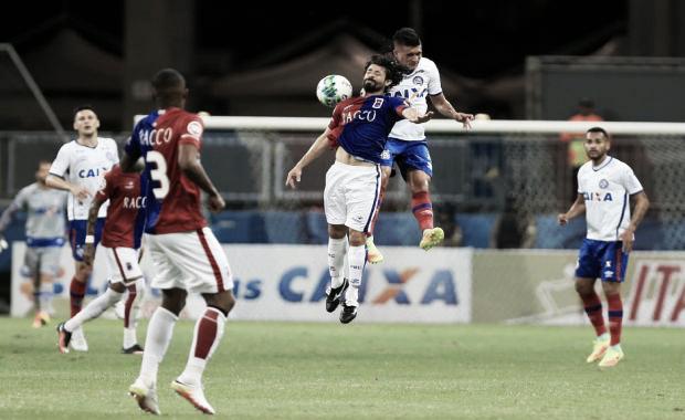 Bahia recebe desesperado Paraná para quebrar sequência ruim e se afastar do Z-4
