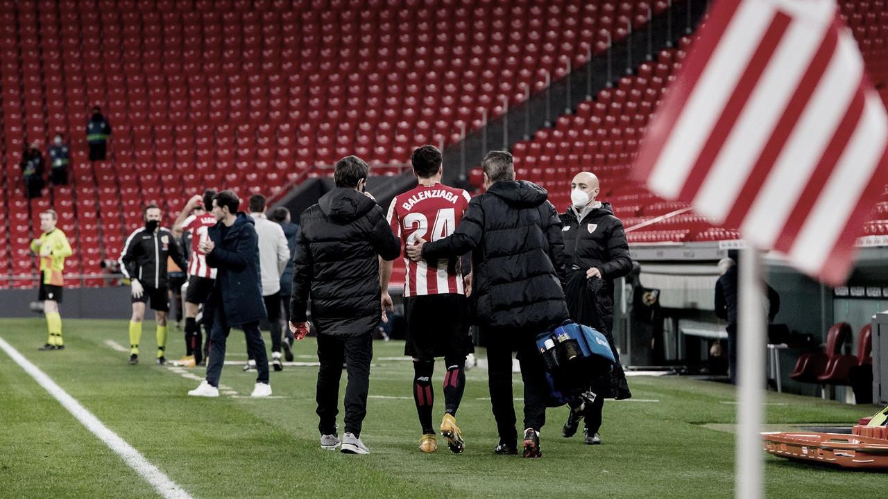 Momento en el Balenziaga abandonaba el terreno de juego. // Foto: Athletic Club
