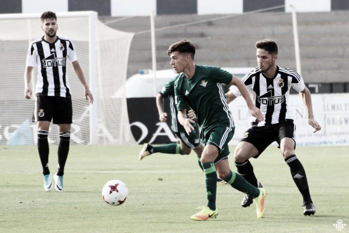 RB Linense 4-1 Betis Deportivo: Baño de realidad en La Línea