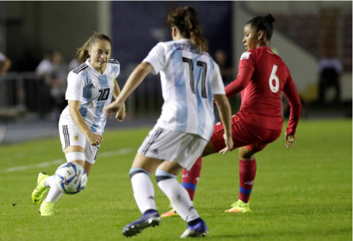 Washington Spirit re-sign Argentine forward Estefania Banini