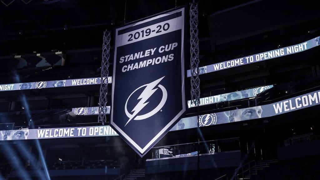 Tampa Bay Lightning por fin iza el banderín de campeón.