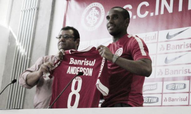 Anderson rescinde com o United e regressa a Porto Alegre