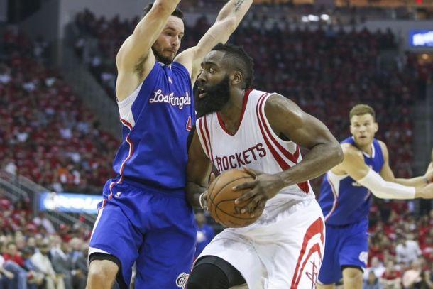 Harden e James pareggiano la serie per Houston e Cleveland: gli highlights della notte