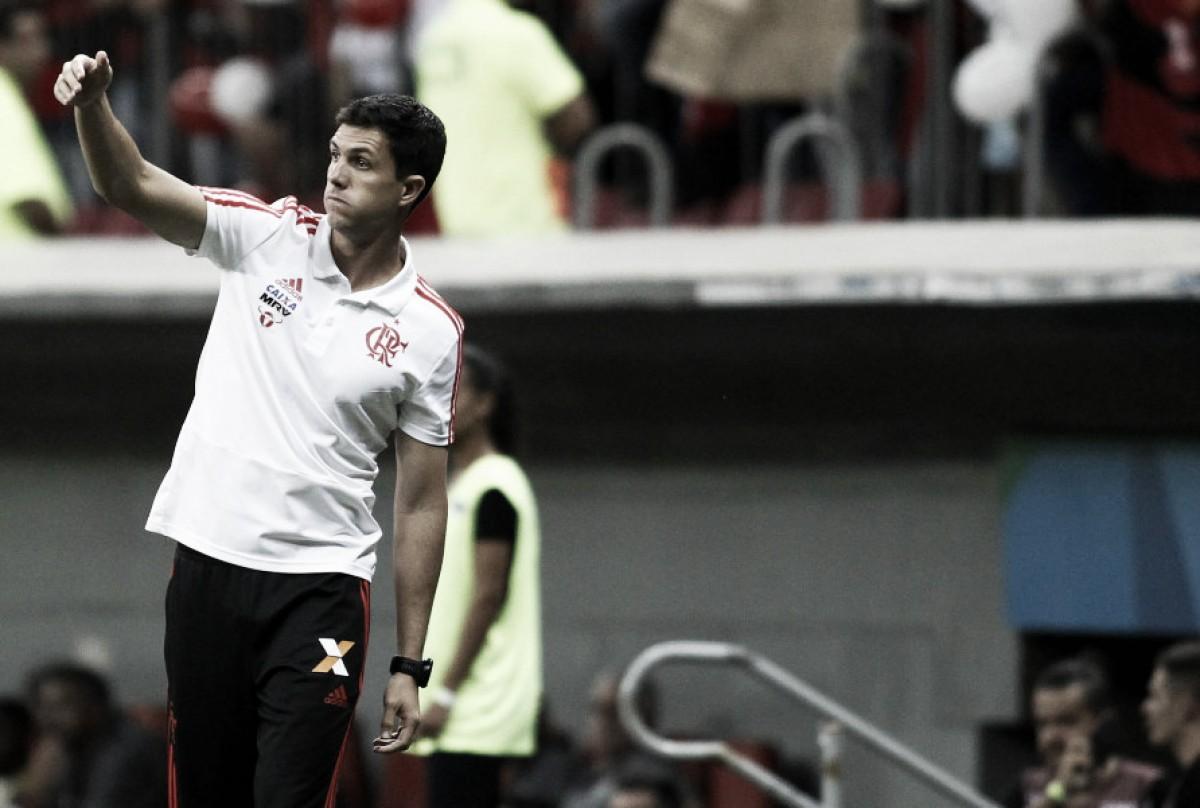 Barbieri cita Garrincha ao comentar polêmica sobre dribles: ''Pegar vídeos dele e jogar fora''