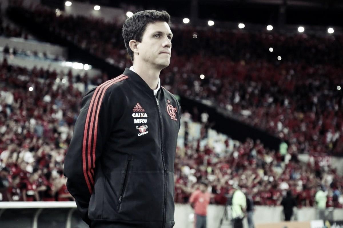 """Barbieri descarta favoritismo do Flamengo contra Corinthians: """"Equipes muito grandes"""""""