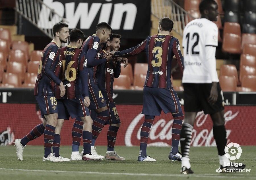 Messi lidera la remontada del Barcelona en Mestalla