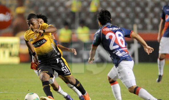 Barcelona vence por 1-0 al Deportivo Quito con gol de Nahuelpan (VIDEO)