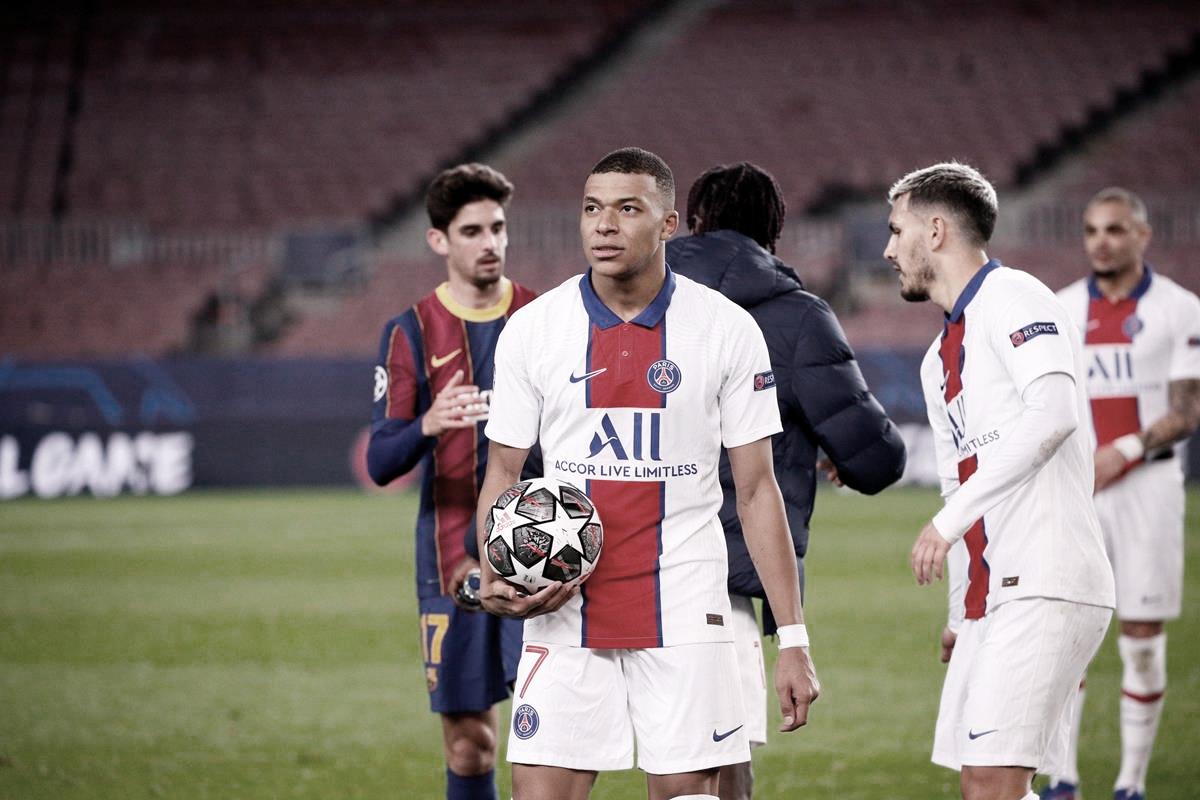 """Após atuação de gala sobre Barcelona, Mbappé fala sobre renovação com PSG: """"Sigo refletindo a longo prazo"""""""
