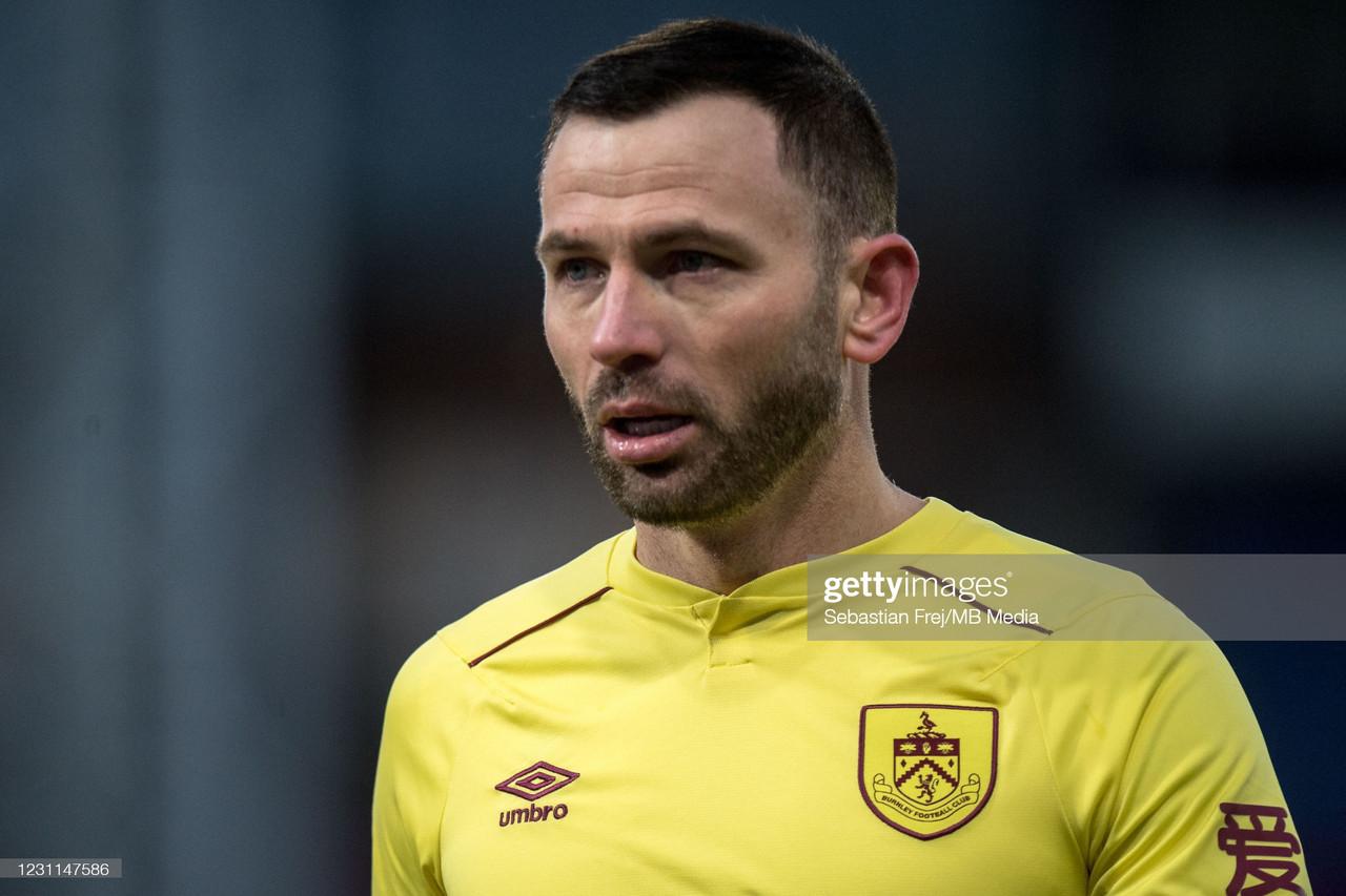 Phil Bardsley pens Burnley extension