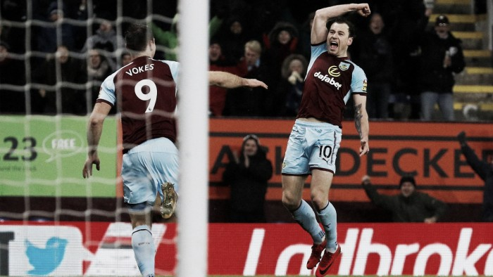 Burnley y Crystal Palace festejaron 'in extremis'