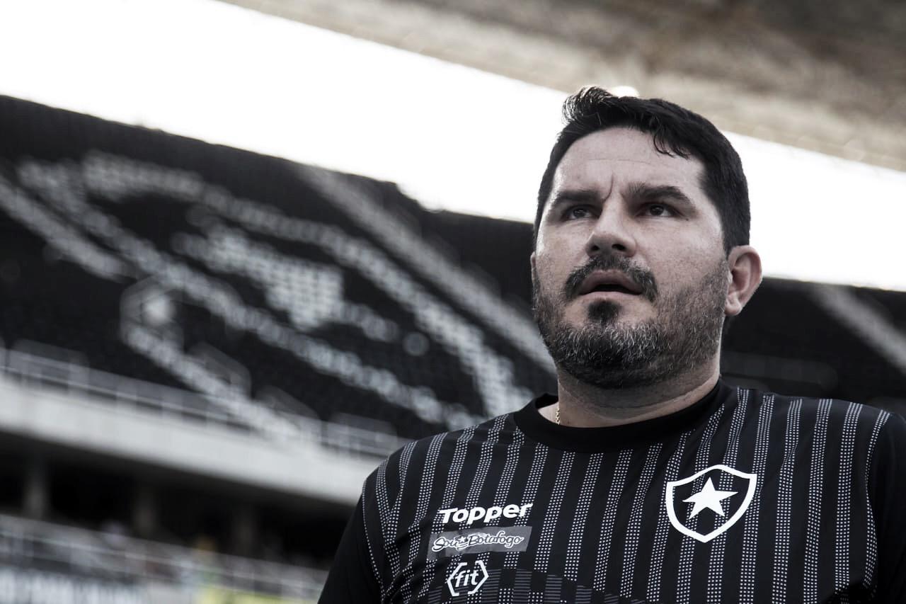 """Após primeira derrota em casa, Barroca reconhece domínio do Grêmio:""""Controlaram bem o jogo"""""""