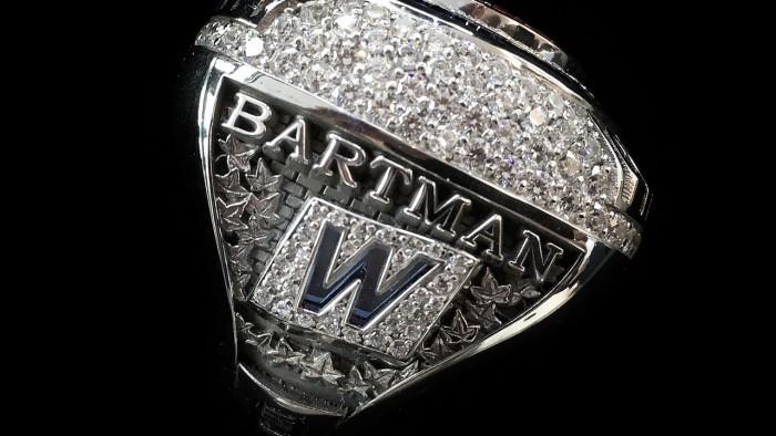 História enterrada: 14 anos depois, Cubs desculpam Steve Bartman com anel de campeão da MLB