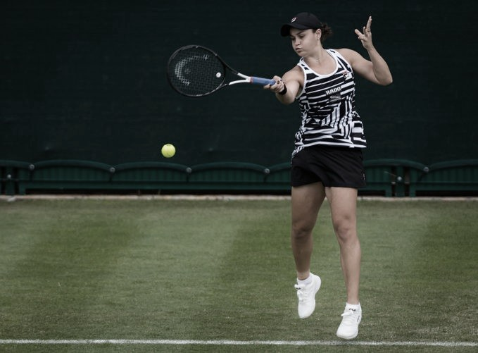 Barty supera desafio contra Vekic em sua primeira partida após título de Roland Garros
