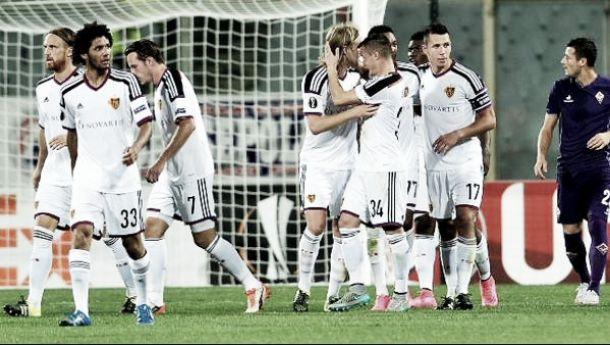 La Fiorentina cade in 10 uomini, il Basilea di rimonta vince 2-1 al Franchi