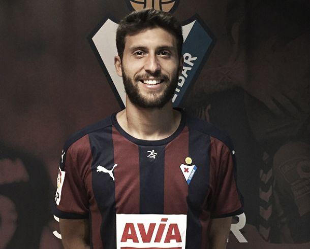 El Eibar asevera el gol con Borja Bastón