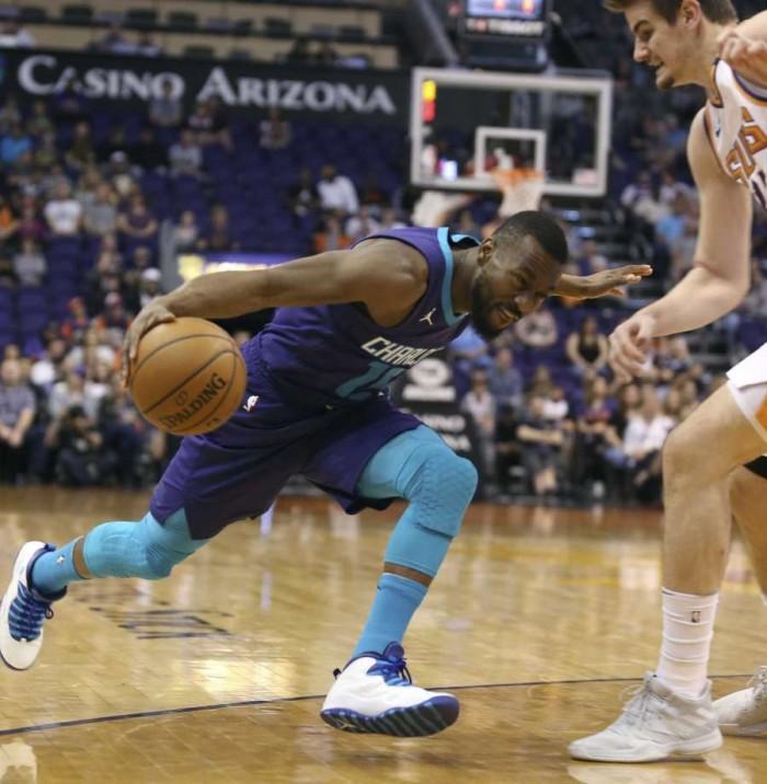 Los Hornets se recuperan de 21 abajo y vencen a los Suns