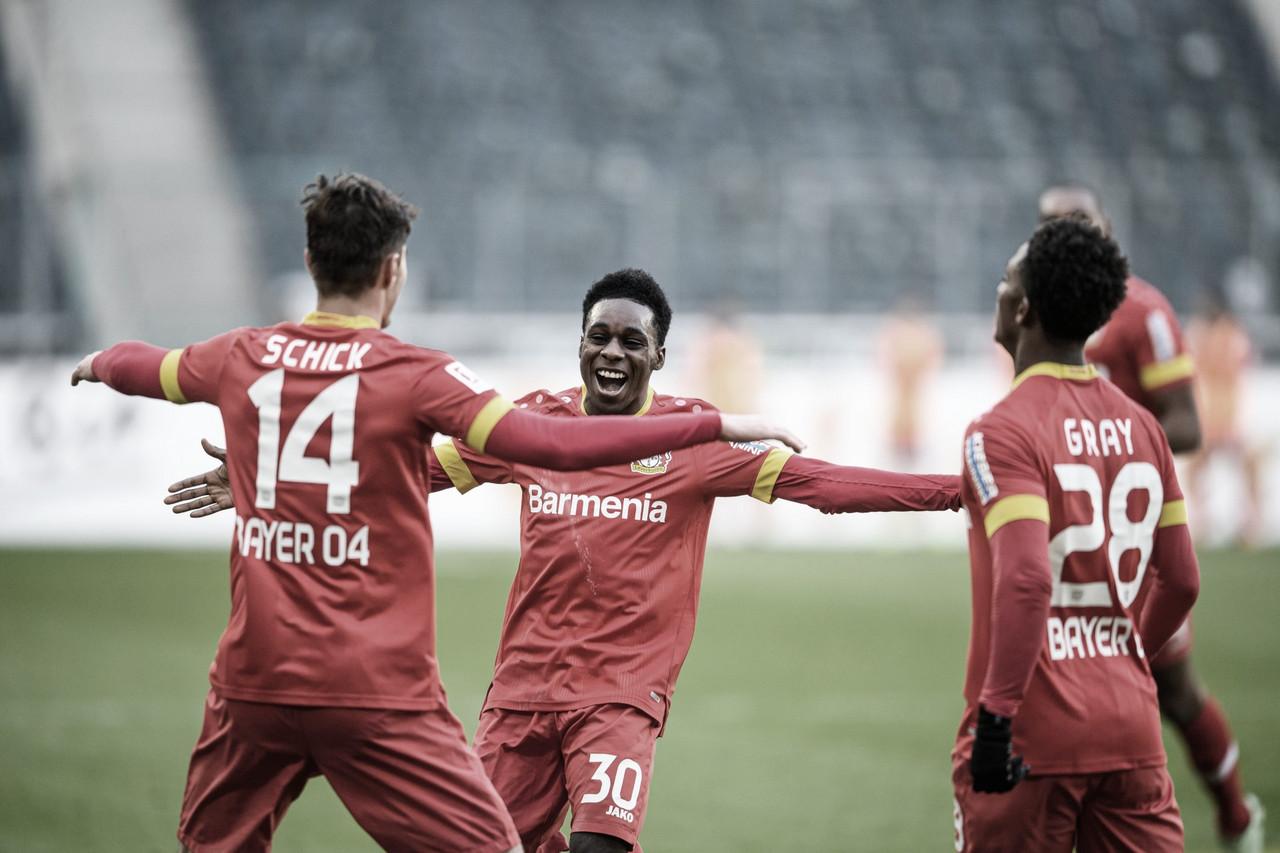 Bayer Leverkusen afasta má fase e vence Mönchengladbach fora de casa