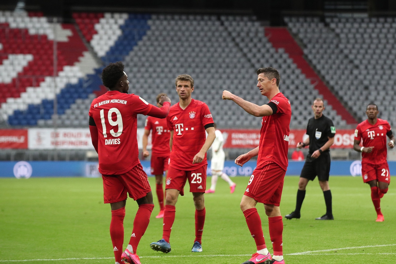 Five Star Bayern Beat Frankfurt
