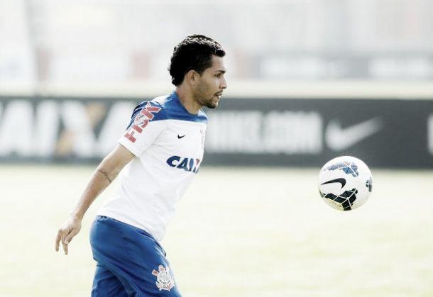 Mano Menezes faz duas alterações no time titular do Timão