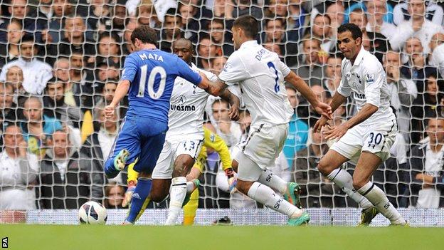 Juan Mata lidera la victoria del Chelsea ante el Tottenham con un doblete