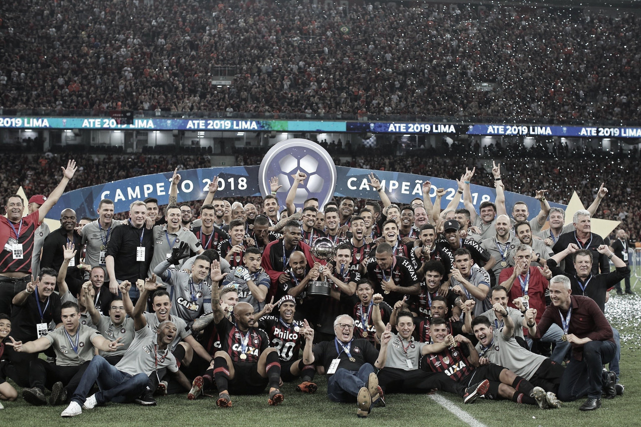 """Após título com Athletico, Pablo desconversa sobre propostas: """"Tenho contrato até 2021"""""""