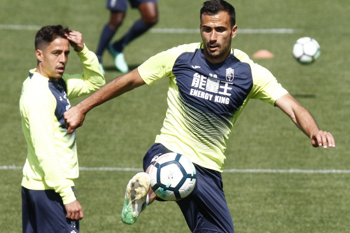 El Granada CF trabaja la salida de balón ya sin Peña