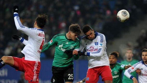 Jogando fora de casa, Schalke 04 atropela o Hamburgo e sobe na tabela