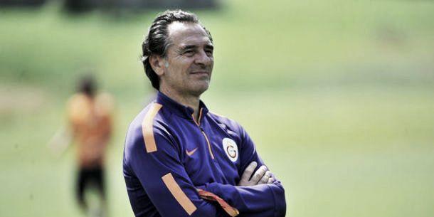 Galatasaray rescinde com Prandelli
