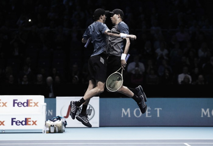 ATP World Tour Finals: Bryan Brothers defeat Huey/Mirnyi in straight sets to keep their semifinal hopes alive