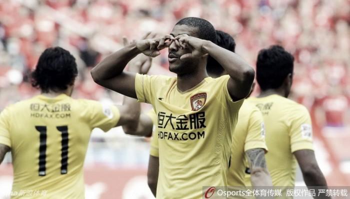 Alan faz sétimo gol em seis jogos e Guangzhou Evergrande dispara na liderança