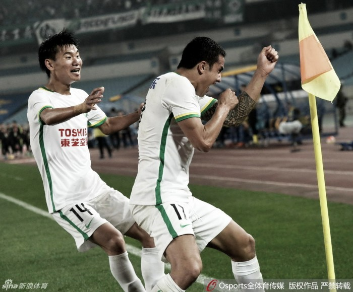Jô marca, mas Tim Cahill faz Jiangsu tropeçar em casa novamente