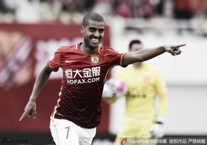 Guangzhou dispara na liderança e Zaccheroni vence duelo pessoal com Eriksson na China