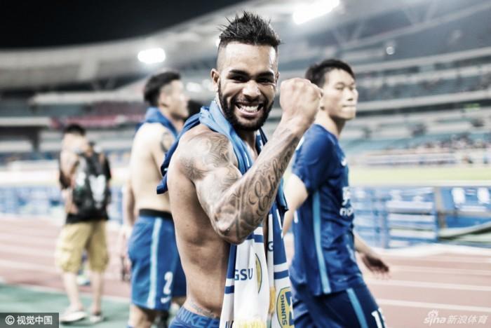 Alex Teixeira salva brasileiros de passarem em branco na rodada chinesa