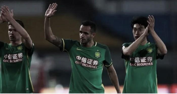 Encontro de Renato Augusto e Alex Teixeira movimenta jogo na capital chinesa