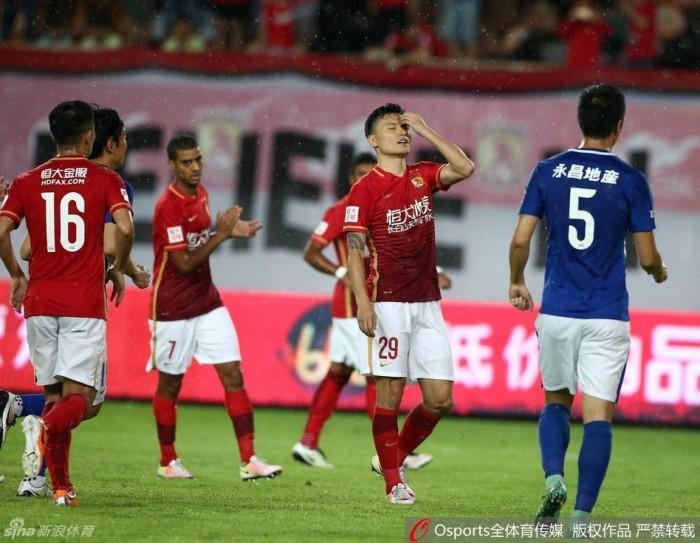 Guangzhou tropeça, Jiangsu retoma vice-liderança e Demba Ba vira artilheiro na China